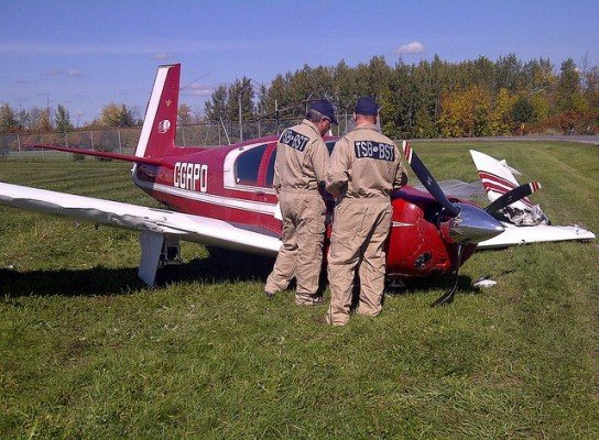 Canadian TSB investigators assess an aircraft involved in an accident (photo: TSB)