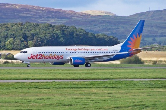 Jet2 Boeing 737-800 G-GDFJ at Glasgow Airport in September 2012 (photo: Mark Harkin / cc: by)