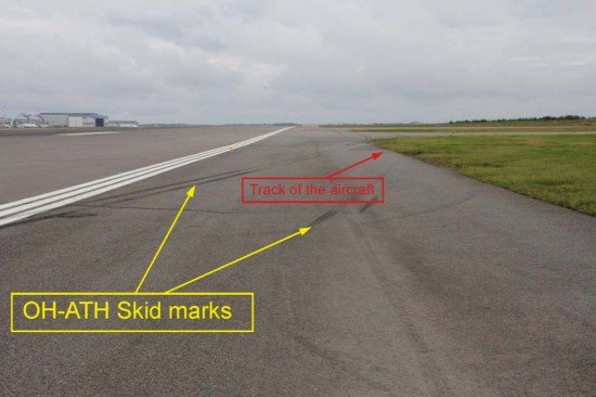 Skid marks and track of the aircraft (photo: SIA,F)